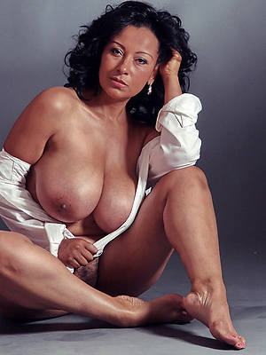 simmering hot old women nude pics
