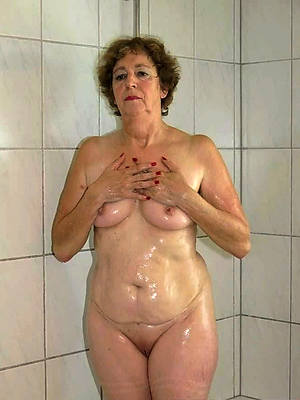 easy pics of naked mature women in the shower