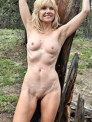 mature skinny floozy displaying her pussy