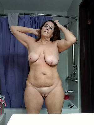 elegant sexy chubby mature picture