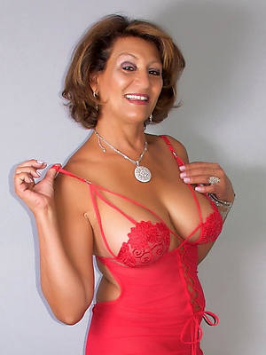 hot pics of mature babes in lingerie