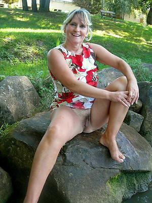 mature lady upskirt homemade pics