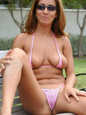 nasty mature women in bikini tiro porn pics