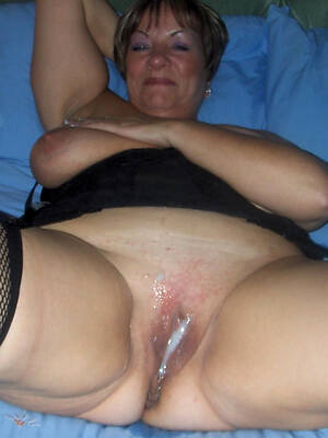 mature mom creampie displaying her pussy