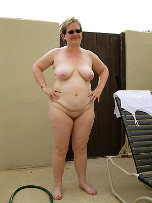 naked pics of mature thick legs