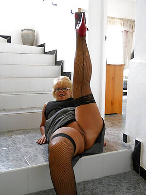micro mature pussy in nylons