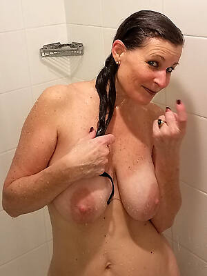 mature women down the shower free porn gallery