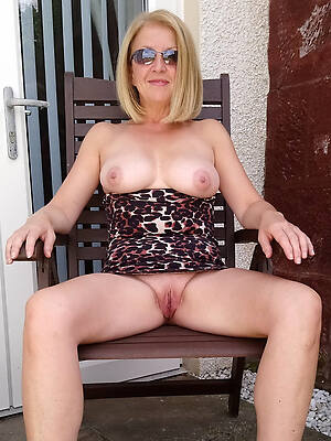free pics of amateur mature blonde pussy