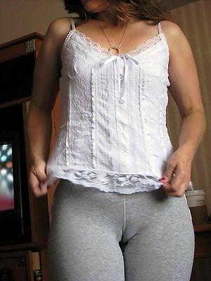 free amateur mature cameltoe pussy pics