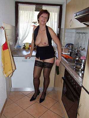 naked pics of sex-crazed sexy mature wife