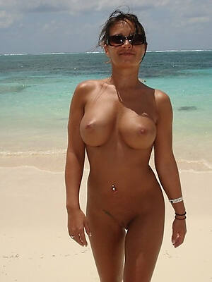 hot mature women on beach pics