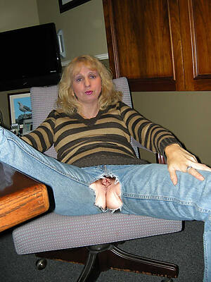 milf in jeans displaying their way pussy