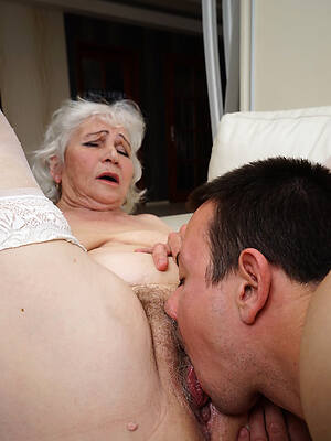 hot mature men eating pussy pictures
