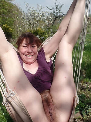 older battalion unshaved pussy posing nude